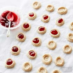 Raspberry Almond Meringues Christmas Goodies, Christmas Baking, Raspberry Preserves, Filled Cookies, Melt In Your Mouth, Valentine Cookies, Italian Desserts, Gluten Free Cookies, Toasted Coconut
