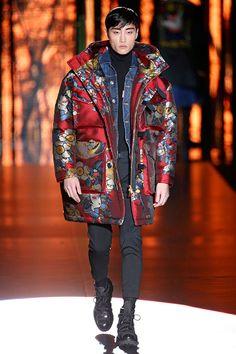 Tóquio comanda na coleção masculina da DSquared de outono-inverno 2016/17 apresentada em Milão!