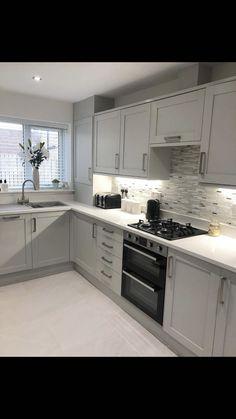 Modern Shaker Kitchen, Modern Kitchen Design, Interior Design Kitchen, Kitchen Pantry Design, Home Decor Kitchen, Home Kitchens, Marble Floor Kitchen, White Kitchen Inspiration, Open Plan Kitchen Living Room