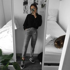 comfy and casual work school sixth form outfit ideas grunge outfit inspiration mirror selfie pose College Outfits, Outfits For Teens, Trendy Outfits, Winter Outfits, Fashion Outfits, Formal Outfit For Teens, Summer Outfits, Grunge School Outfits, Casual Grunge Outfits