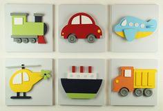 Ideal para vivero, cuarto del bebé o sala infantil con un tema de transporte! Este arte de pared de madera 3D hará una declaración en cualquier pared. Cada pieza medidas x 14 ancho de 14 pulgadas de alto pulgadas espesor profundidad de aproximadamente 2 pulgadas.   Elija cualquier tres de los siguientes para su sistema: ---Coche ---Helicóptero ---Carro de descarga ---Avión ---Buque ---Tren   ¿NECESITA COLORES PERSONALIZADOS? No es un problema. Este conjunto puede pedirse mediante su elección…