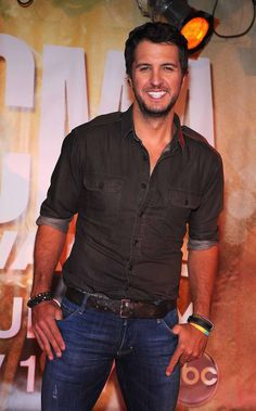 Why hello there Mr. Perfect Smile  #LukeBryan