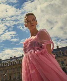 Villanelle's Parisian Apartment In Killing Eve Is The Stuff Of Dreams Villanelles Pariser Apartment In Killing Eve ist der Stoff der Träume # Kim Bodnia, Sandra Oh, Jodie Comer, Fru Fru, The Villain, Get The Look, Girl Crushes, Parisian, Pink Dress