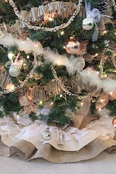 DIY: Burlap and Lace Christmas Tree Skirt