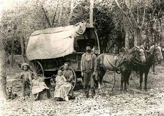 A young family, Johnson County, Kansas Moving pins from this board (History-America's Pioneering Spirit) to: History - Wild West / Pioneers. Trek Ideas, Pioneer Trek, Pioneer Games, Old West Photos, Westerns, Into The West, Covered Wagon, Oregon Trail, American Frontier