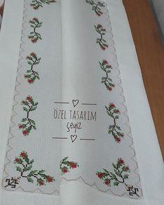#brezilyanakışı#salontakimi #yatakodasıtakımı #servistakımı #mutfaktakimi olarak istenilen renklerde kişiye özel tasarım… Cross Stitch, Crafts, Instagram, Letters With Flowers, Floral Letters, Cross Stitch Embroidery, Towels, Alphabet, Punto De Cruz