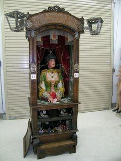 Fortune teller in cabinet Vintage Circus, Vintage Love, Vintage Photos, Tarot, Gypsy Fortune Teller, Penny Arcade, Fortune Telling, Vintage Halloween, Halloween Stuff