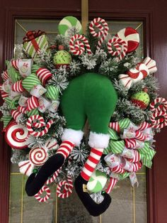 Adorable 88 Awesome Christmas Wreaths Ideas for All Types of Decoration. Elf Christmas Decorations, Christmas Mesh Wreaths, Christmas Ornaments, Christmas Projects, Holiday Crafts, Christmas Time, Ribbon Hair, Ribbon Bows, Hair Bows