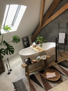 Decoreer je badkamer met deze 4 budgettips Decorate your bathroom with these 4 budget tips – Everything to make your home your Home Interior Design Inspiration, Bathroom Inspiration, Style At Home, Loft Bathroom, Zen Bathroom Decor, Lounge Design, Minimalist Home Decor, Bathroom Interior Design, Beautiful Bathrooms