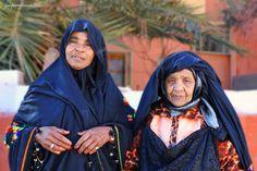 Africa | Berber women photographed between Midelt and Errachidia, Morocco | © Jean Pierre Jeannin.