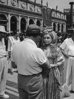 Elizabeth Taylor behind the scenes of Cleopatra