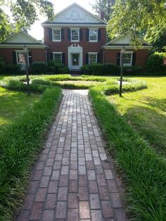 Circle brick walkway with monkey gass edge! ♡ - Circle brick walkway with monkey gass edge! Front Yard Garden Design, Small Front Yard Landscaping, Modern Landscaping, Garden Landscaping, Landscaping Ideas, Small Front Yards, Modern Front Yard, Ground Cover Plants Shade, Brick Sidewalk