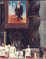 le Père Daniel Brottier béatifié par Jean-Paul II le 25 novembre 1984 à Saint-Pierre de Rome. Discours AUX PÈLERINS VENUS POUR LA BÉATIFICATION DE DANIEL BROTTIER, JOSÉ MANYANET ET ELISABETH DE LA TRINITÉ: http://w2.vatican.va/content/john-paul-ii/fr/speeches/1984/november/documents/hf_jp-ii_spe_19841126_nuovi-beati.html