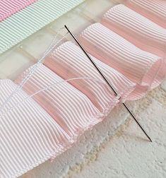 Outstanding 20 sewing projects tips are offered on our web pages. Sewing Hacks, Sewing Projects, Sewing Tips, Distintivos Baby Shower, Horse Crafts, Making Hair Bows, Ribbon Work, Fabric Ribbon, Bow Hair Clips