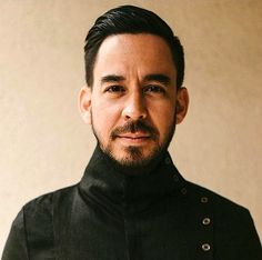 Mike Shinoda, Great Bands, Cool Bands, First Rapper, Rock Band Posters, Linkin Park Chester, Park Pictures, Chester Bennington, Music Heals