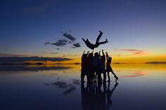 【涙が出るほど美しい】ウユニ塩湖の神秘的な朝焼け&夕焼け写真8選