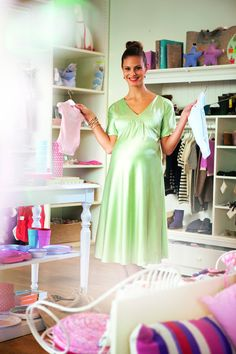Discover the Burda Style universe Maternity Dress Pattern, Maternity Sewing Patterns, Maternity Dresses, Clothing Patterns, Dress Making Patterns, Sewing Blogs, Satin Dresses, Night Gown, Short Sleeve Dresses