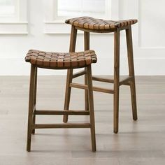 Kitnet & Studio Decoration: Designs & Photos - Home Fashion Trend Island Stools, Stools For Kitchen Island, Kitchen Counter Stools, Bar Counter, Kitchen Seating, Kitchen Islands, Lava, White Bar Stools, Outdoor Bar Stools