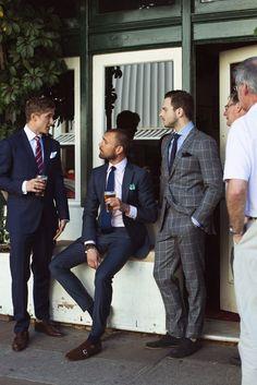 Erkekler için Takım Elbise Giyim Rehberi Takım elbise giymek göründüğü kadar kolay bir iş değildir, bir takım elbiseyi taşımak hele ki oldukça zordur. Bu yazımızda size bir kaç adımda takım elbise giymenin püf noktalarını anlatacağız. Takım elbise bir erkeğin hem günlük hem özel günlerinde şık görünmesini sağlayan kıyafettir, işte hangi …