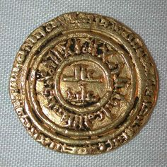Description: A rare very fine or better gold coin from Al-Faiz or al-Imam 'Isa the Fatimid Khalif or Caliph who ruled the Muslim empire in the period 549-555 AH