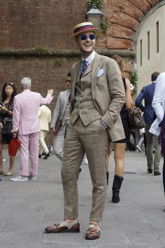 """meoutfit : meoutfit # 1519 """"Il Panciotto - Pitti Uomo"""" Mens Fashion Suits, Fashion Outfits, Americana Vintage, Bohemian Style Men, Dapper Suits, Der Gentleman, Ivy Style, Summer Suits, Suit And Tie"""