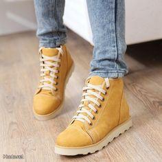 Keltaiset talvikengät / Yellow winter shoes