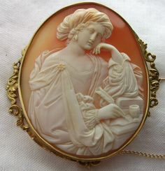 Beautiful vintage, superbly carved cameo depicting the Sibilla Persica. Each detail of this cameo is simply amazing!