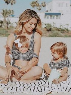 Kyler and Mad Twin Mom, Twin Girls, Cute Twins, Cute Babies, Toddler Fashion, Kids Fashion, Tatum And Oakley, Outdoor Family Photography, Family Picture Outfits