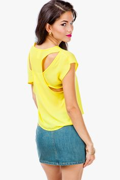 Cut it out! A simple crepe tee with a slightly boxy fit and and cut-out details on the back. Hi-lo silhouette.