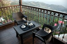 Evening Time Enjoy with Best Hotel Deals, Best Hotels, Mussoorie, Summer Vacations, Outdoor Tables, Outdoor Decor, Valley View, Best Budget, Hotel Reviews