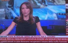 La giornalista di SKY TG24 veste Princesse Metropolitaine per avere un look elegante ma nel contempo sobrio.