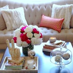 The best coffee table styling decoration ideas Decor, Home Living Room, Table Style, Decor Inspiration, Home Decor, Cool Coffee Tables, Table Decorations, Decorating Coffee Tables, Coffee Table