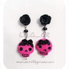 Aretes de calaveritas. Skull Earrings. #aretes #earrings #clay #polymerclay #sculpey #porcelanafria #coldporcelain #handmade #masaflexible #calavera #skull #hechoamano #lilo_or #accessories lilian2677@gmail.com