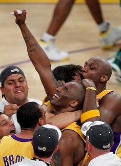 Bryant celebrates the 2010 NBA championship, after the Lakers defeated the Boston Celtics in Game 7 Bryant Basketball, Lakers Kobe Bryant, Basketball Art, Kobe Bryant Quotes, Nba Lebron James, Curry Nba, Nba Video, Baskets, Nba Funny