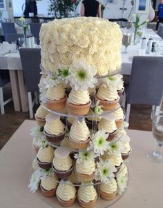 carrie underwood cupcake wedding cake carrie underwood s cupcake tower my wedding cake 12409