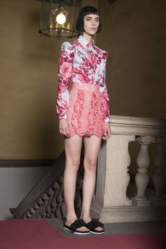See the complete Francesco Scognamiglio Resort 2017 collection.