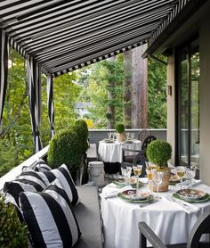 black + white + topiaries.... my new inspiration for an outdoor dining situation
