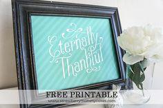 Eternally Thankful Free Printable Wall Art on www.strawberrymommycakes.com #freeprintable #thanksgiving