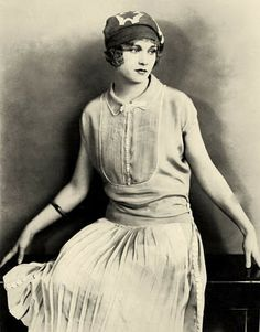 Esther Ralston (hat)