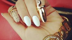 These days it's all about stiletto nails! Square-shaped nails have been replaced by pointy nails lately. Nail Art 2014, New Nail Art, Cool Nail Art, Nails 2015, Pointy Nails, Stiletto Nail Art, Nail Polish Trends, Nail Trends, Cute Nails