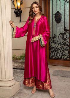 Asian Wedding Dress Pakistani, Simple Pakistani Dresses, Pakistani Fashion Party Wear, Pakistani Dress Design, Pakistani Outfits, Simple Anarkali, Mehendi Outfits, Dress Indian Style, Indian Fashion Dresses