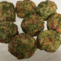 Aprenda a preparar a receita de Bolinho de brócolis assado