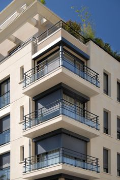 New apartment facade window Ideas Arch Building, Building Exterior, Building Facade, Building Design, Modern Apartment Design, Modern House Design, House Front Design, Bungalow House Design, Facade Design