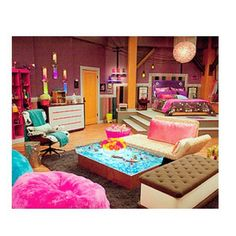 i Carly bedroom is so awesome I want it