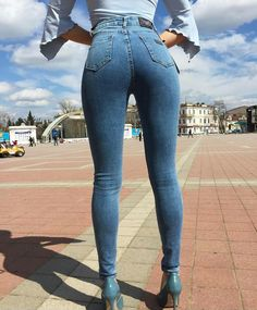 Translated version of test.position: version of tips to stylize the buttocks with your jeans - Woman of Real guide for today's woman. Sexy Jeans, Skinny Jeans, Curvy Jeans, Denim Attire, Workout Attire, Girls Jeans, Jeans Style, Sexy Dresses, Sexy Women
