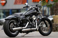 Customized #Harley-Davidson Street Bob (FXDB)