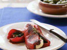Paprikaschote mit zypriotischem Grillkäse (Halloumi) ist ein Rezept mit frischen Zutaten aus der Kategorie Fruchtgemüse. Probieren Sie dieses und weitere Rezepte von EAT SMARTER!