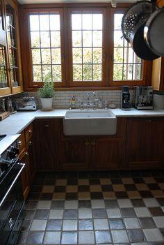 Beautiful 1920s kitchen