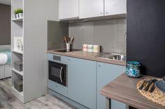 In the kitchen area U636 ST9 Fjord Green (https://www.egger.com/shop/en_GB//Decors-Furniture-interior-design/U636-ST9/p/U636_9), H1399 ST10 Truffle Brown Denver Oak (https://www.egger.com/shop/en_GB//Decors-Furniture-interior-design/H1399-ST10/p/H1399_10) and U708 ST9 Light Grey (https://www.egger.com/shop/en_GB//Decors-Furniture-interior-design/U636-ST9/p/U636_9) are used.