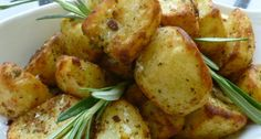 Breville® Halo+ Crispy Roasties with Garlic and Rosemary Slimming World Menu, Low Fat Fryer, Crispy Roast Potatoes, Actifry Recipes, Cooking Recipes, Healthy Recipes, Healthy Food, Roast Dinner, Air Fryer Recipes